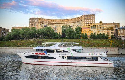 Прогулка по Москве-реке на яхте «Palma de Сочи» от причала «Киевский вокзал»