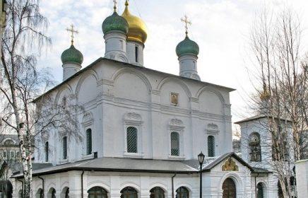 Пешеходная экскурсия «Спасительницы Москвы: святыни Сретенского монастыря»