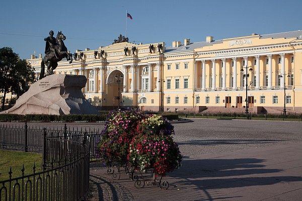 Вечерняя автобусная экскурсия «Мифы и легенды Петербурга»