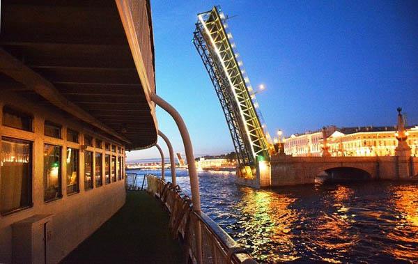 Ночная автобусная экскурсия по Петербургу