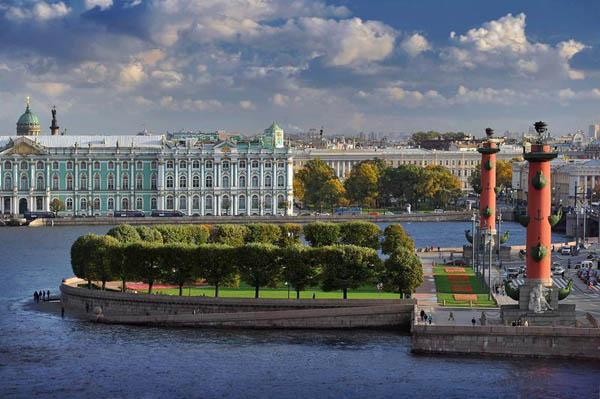 Обзорная экскурсия по Санкт-Петербургу с посещением музея «Тайны Петербурга»