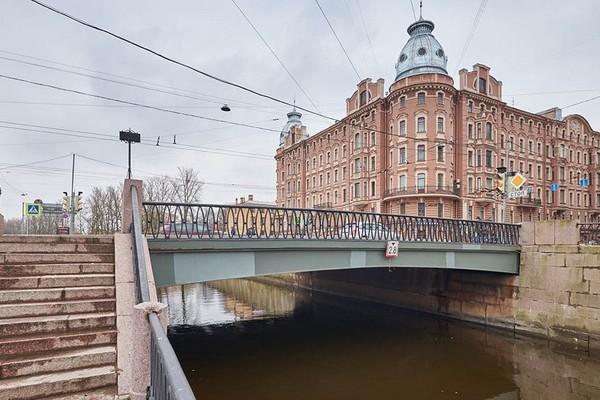 Петропавловский мост в Санкт-Петербурге