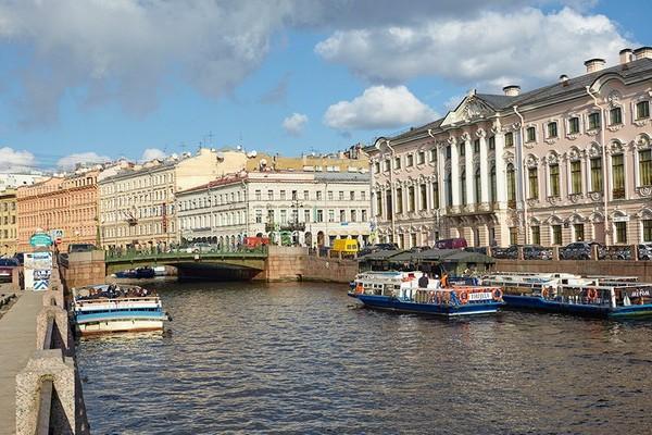 Зеленый мост в Санкт-Петербурге
