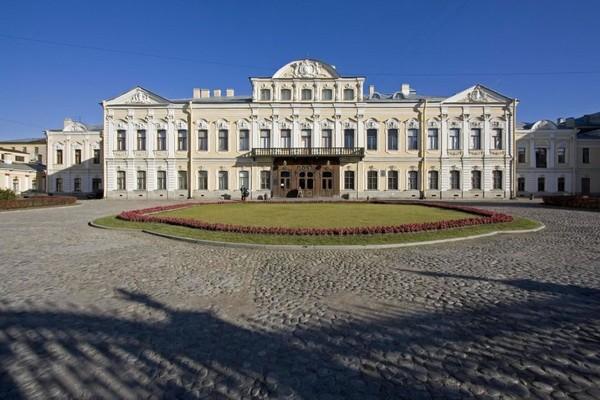 Стоимость работы билетов часы дворец шереметьевский позолоченные луч часы продать