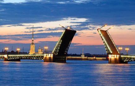 Прогулка под разводными мостами Санкт-Петербурга с живой музыкой