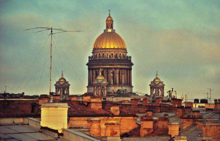 Подъем на крышу с видом на набережную и Исаакиевский Собор