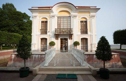 Автобусная выездная экскурсия «Петергоф — Малый музей и фонтаны Нижнего парка»