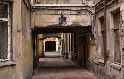 Пешеходная экскурсия «Самый яркий двор Петербурга»
