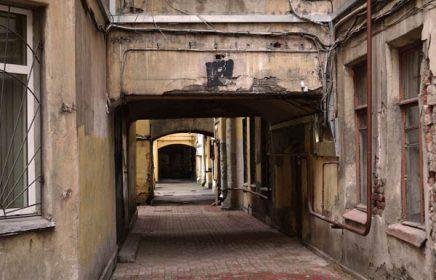 Пешеходная экскурсия «В поисках самого яркого двора Петербурга. Что скрывается за фасадами города»