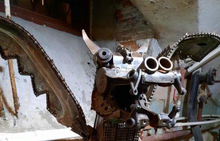Выставка скульптур из металла в катакомбах Петрикирхе