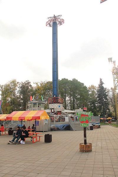 Аттракцион Башня свободного падения в Аттрапарке на ВВЦ