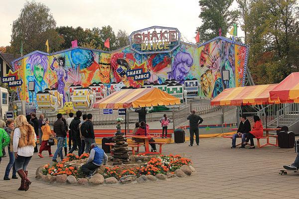 Аттракцион Shake Dance в Аттрапарке на ВДНХ