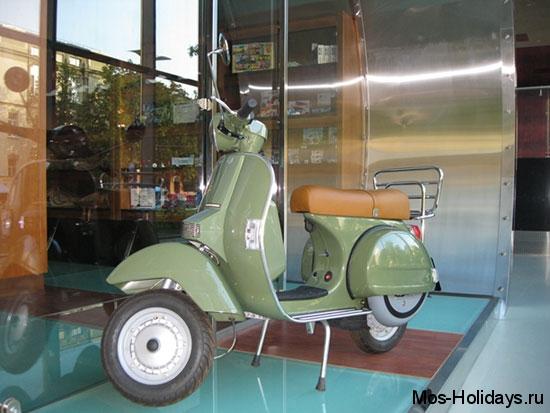 Скутер в музее ретро автомобилей Автовилль на Фрунзенской