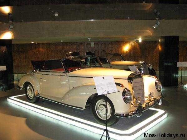 Ретро автомобиль из музея Автовилль