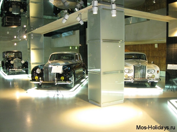 Ретро автомобили в музее Автовилль