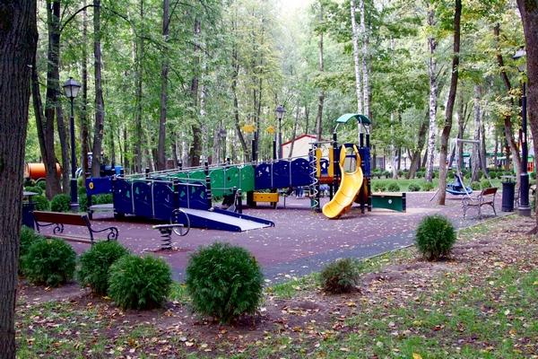Детская площадка в Бабушкинском парке