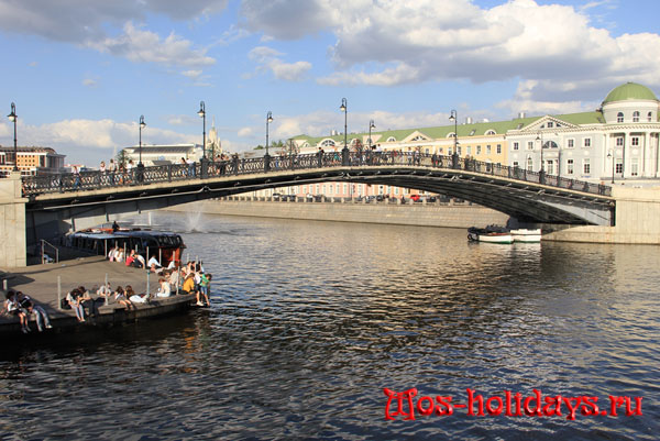 Лужков мост, фото с Болотной площади