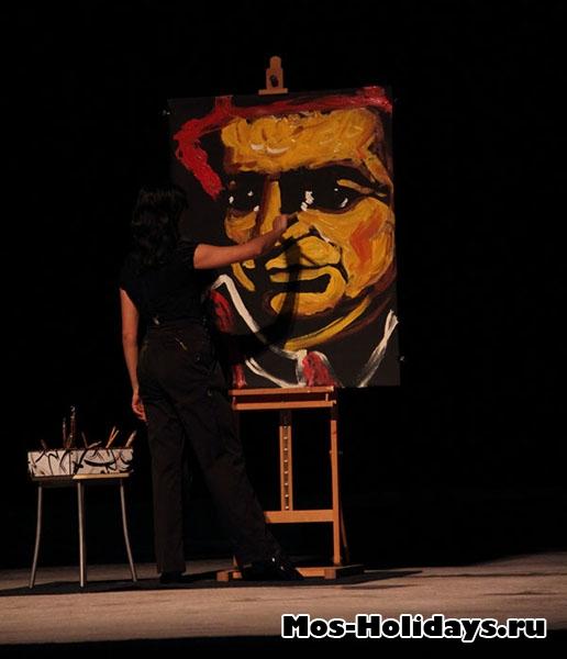Рисует портрет клоуна, цирк Варьете
