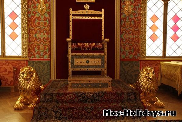 Трон Алексея Михайловича во дворце в Коломенском