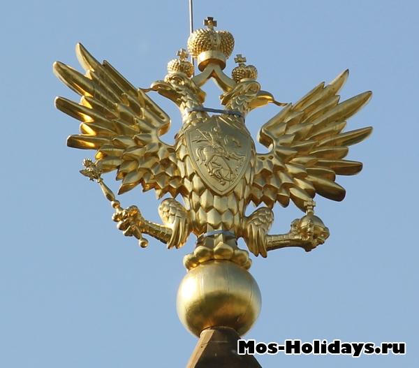 Двуглавый орёл, укашающий дворец Алексея Михайловича в Коломенском