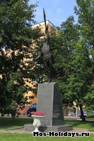 Памятник в Екатерининском парке