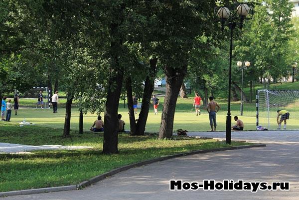 Футбольное поле в Екатерининском парке
