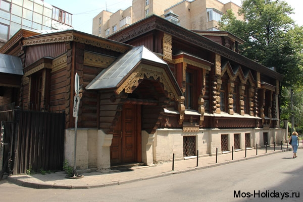 Дом, в котором живёт А. Пороховщиков