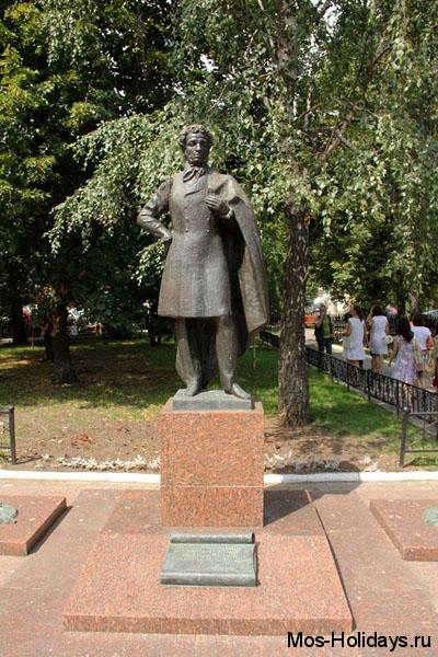 Памятник А.С.Пушкину в Старопесковском переулке