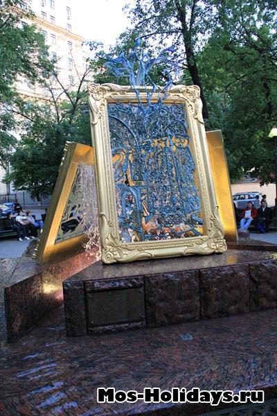 Оригинальный фонтан, недалеко от Третьяковской Галереи