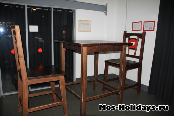 Огромный стол в Экспериментариуме на Савеловской