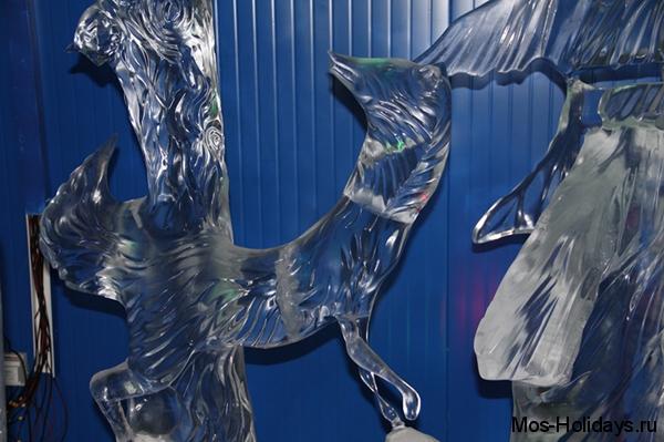 Ледяная скульптура лисы из басни Крылова