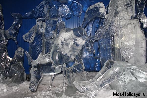 Ледяная скульптура конька-горбунка