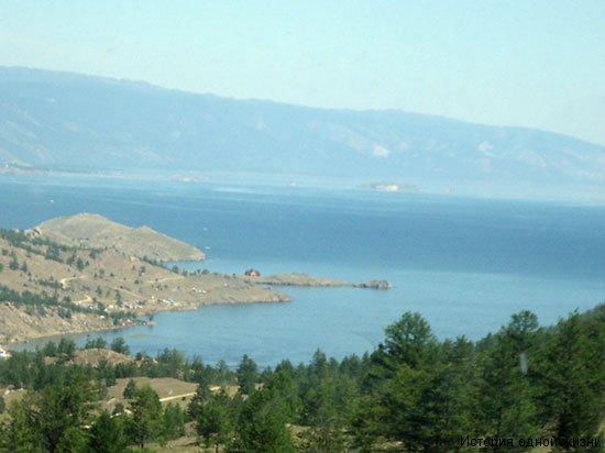Вид на залив озера Байкал на подъезде к парому