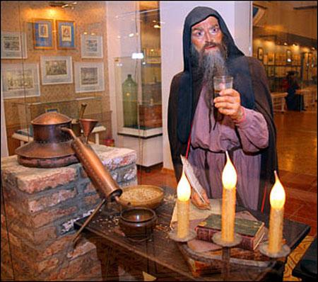 Первую водку начали гнать в монстырях. Монахи были первыми самогонщиками