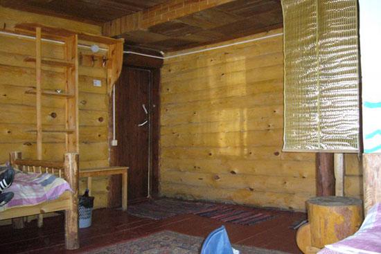 Комната на турбазе Усадьба Никиты Бенчарова, отделана под старину