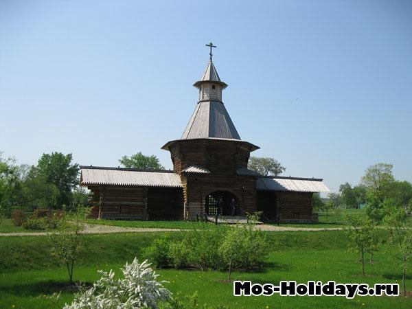Святые ворота Николо-Карельского монастыря
