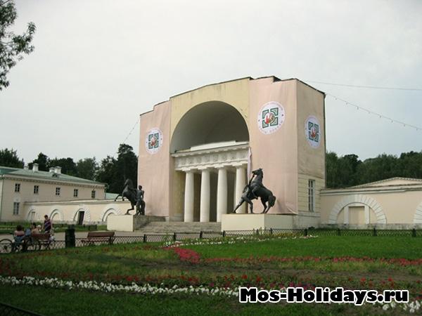 Конный двор в усадьбе Кузьминки