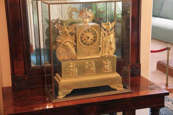 Каминные часы в усадьбе Горки