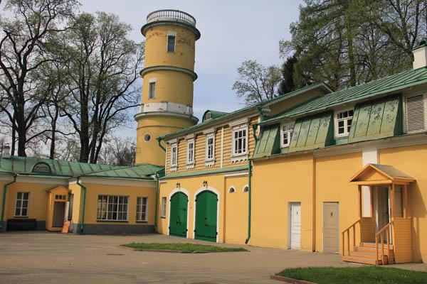Водонапорная башня в Ленинских горках