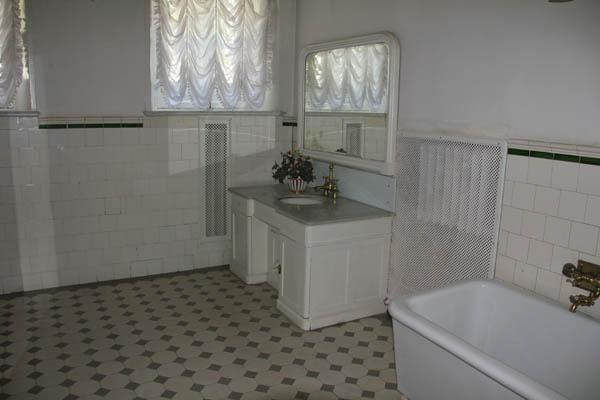 Ванная комната в усадьбе Ленина в Горках