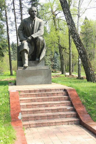 Памятник В.И. Ленину в Горках
