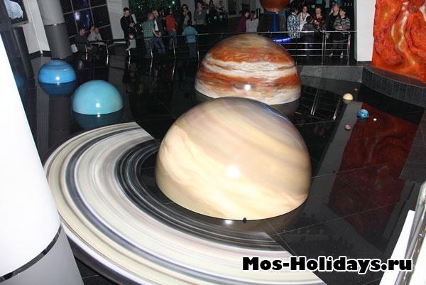 Модель солнечной системы в Московском планетарии.