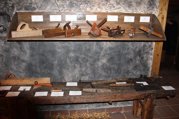 Инструменты, используемые для создания бочек для коньяка