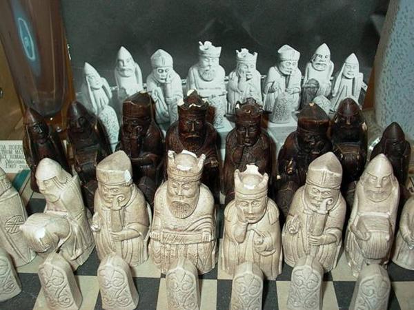 Старинные шахматы викингов в музее шахмат Москвы
