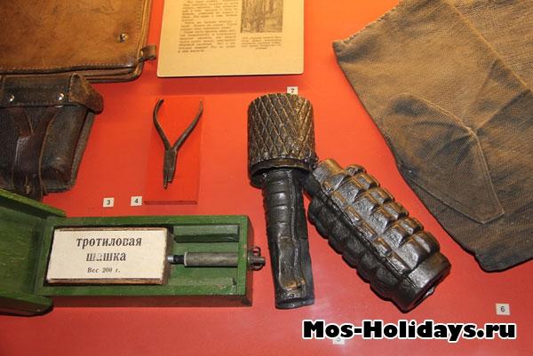 Ручные гранаты и противопехотная мина