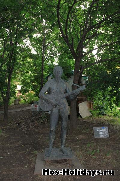 Скульптура бард, парк Музеон