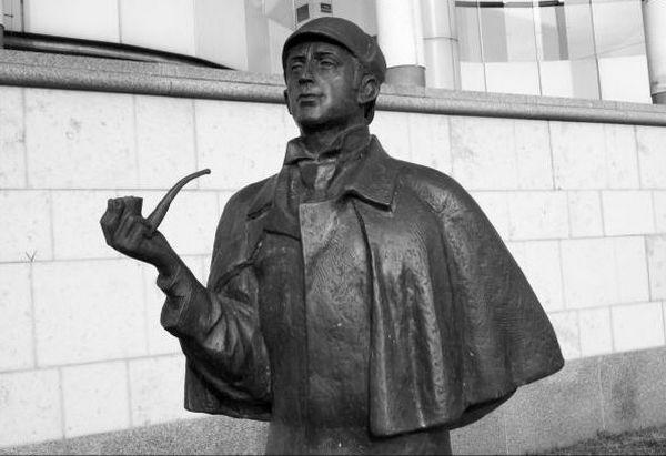 Памятник Холмсу и Ватсону