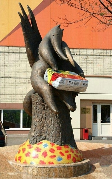 Памятник плавленому сырку «Дружба»