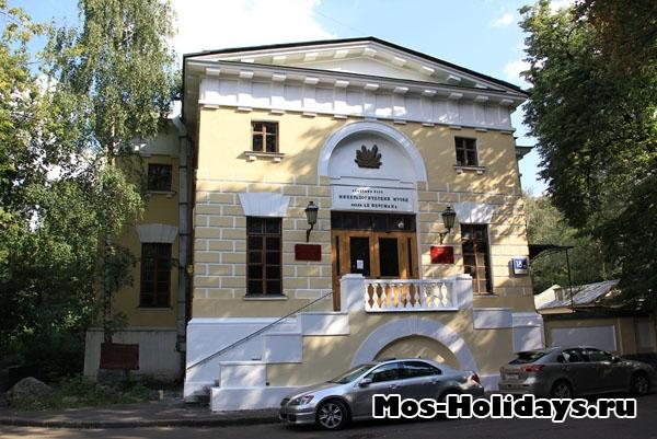Минералогический музей в Нескучном саду