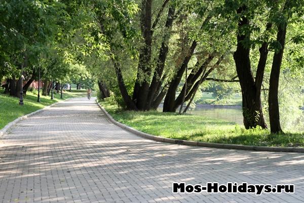 Новодевичий парк и пруд